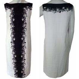 Kleid weiss VINTAGE 1970s schwarze Spitzenbordüre Gr. S