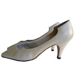 Pumps BALLY 60s Stiletto eierschale Gr. 36
