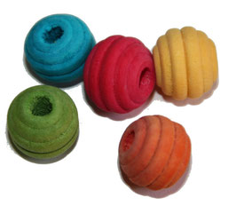 Perles de bois teintées