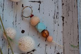 Schlüsselanhänger Holz & Silikonkugel / hellblau, natur und bronze