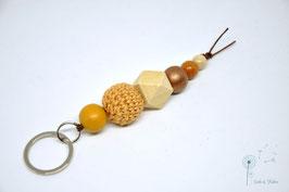 Schlüsselanhänger Holz & Häkelkugel / natur, beige & braun