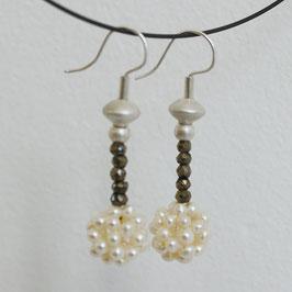 Baumelnde Perlbällchen