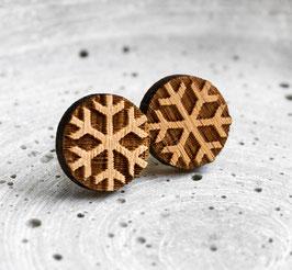 Schneeflocken-Ohrstecker aus Holz