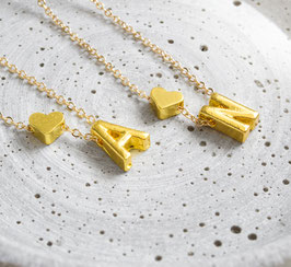Initialen Kette mit Herzanhänger - Goldfarben oder Silberfarben