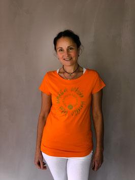 lokah samastah sukhino bhavantu Organic T-shirt orange/gold