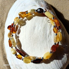 Spiralarmband aus Naturbernsteinen