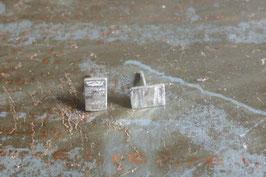 Boucles d'oreille clous rectangles en argent martelé