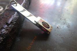 Pendentif rectangle en argent et grenat faceté rivetée