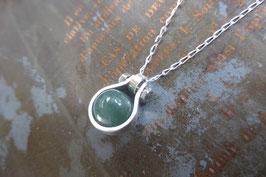 Petit pendentif goutte en argent avec jade naturel vissé
