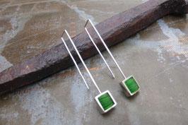 Boucles d'oreille longues carrés en argent et pvc vert