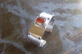 Bracelet manchette en argent texturé, vissé, avec cornaline sertie