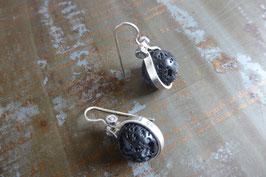 Boucles d'oreille gouttes en argent et pierre de lave vissée