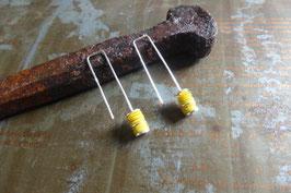 Boucles d'oreille longues en argent et pvc jaune