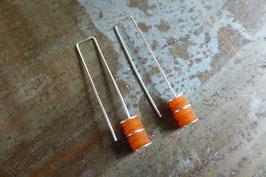 Boucles d'oreille longues en argent et pvc orange