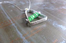 Pendentif trapèze en argent et pvc vert