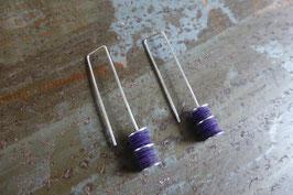 Boucles d'oreille longues en argent et pvc violet
