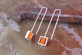 Boucles d'oreille longues carrés en argent et pvc orange