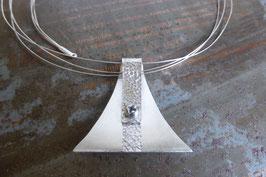 Pendentif triangle en argent texturé vissé
