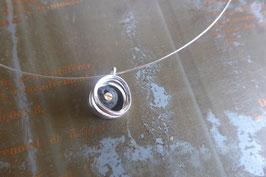 Pendentif ras-du-cou torsade en argent et pierre de lave vissée