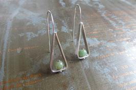 Boucles d'oreille longues triangles en argent et jade naturel vissé