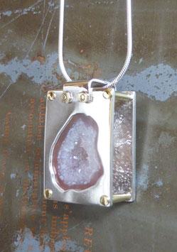 Pendentif rectangle en argent et agate géode rivetée