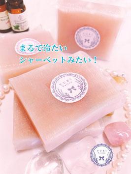 まるでシャーベットみたいなピンクのヨーグルト石けん~ローズ&ペパーミント精油~