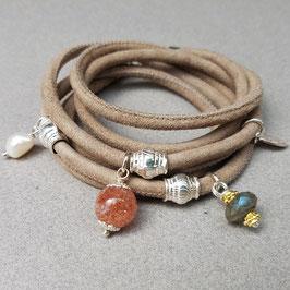 Velourslederarmband mit Sonnenstein, Silber