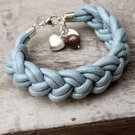 Armband aus geknotetem Leder mit grauem Mondstein und Silberherz