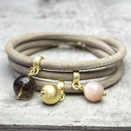 Velourslederarmband, Rauchquarz, rosa Mondstein, vergoldetes Silber