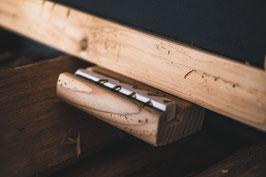 Kreidetafel mit Holzrahmen und Kreideablage in Fichte Altholz