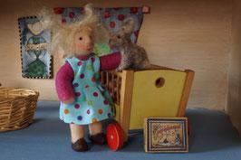 Biegepüppchen, Puppenhauspuppe Elena mit Filzhase