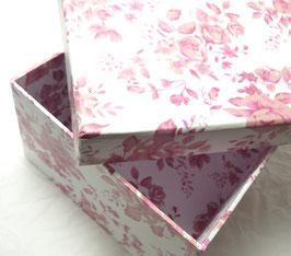 Geschenkbox mit rosa Rosen / Blumendekor