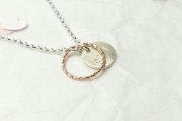 Andressa - Halskette rosevergoldeter Kreis und ein von Hand strukturiertes Plättchen 925 Sterling Silber mit einem Herz und einem Buchstaben