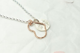 Andressa - Halskette rose Draht Herz und 1 rundes Plättchen mit Pfote und Buchstaben 925 Sterling Silber - von Hand geprägt und angerauht