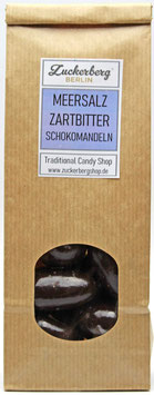 Mandelkerne in dunkler Schokolade mit Meersalz