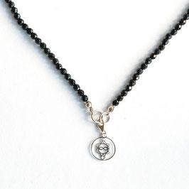 Onyx Edelsteinkette 4mm/45cm mit Heart Spirit Kraftsymbol