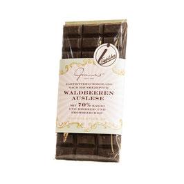 Zartbitter Schokolade mit Waldbeeren