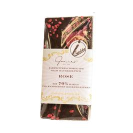 Zartbitter Schokolade mit kandierten Rosenblättern