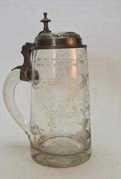 Alter Glaskrug mit Zinndeckel
