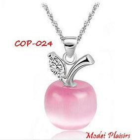 Collier à pendentif pomme opale rose ou blanche