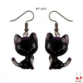 Boucles d'oreilles pendantes chats noirs et violets