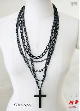 Collier de chaines noires et son pendentif croix noire