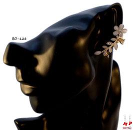 Boucle d'oreille dorée tour d'oreille fleur blanche
