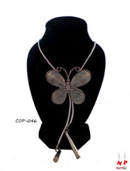 Collier sautoir papillon blanc et sa cordelette