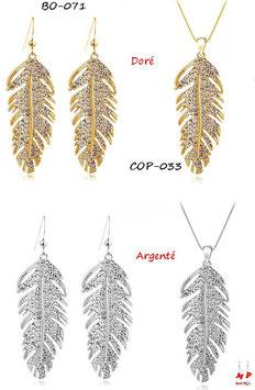 Parure boucles d'oreilles pendantes et collier à pendentif plumes en métal serties de strass
