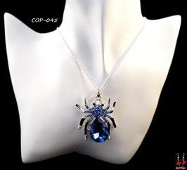 Collier à pendentif araignée argentée et bleue en verre sertie de strass bleus