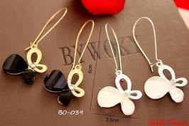 Boucles d'oreilles papillons pendants noirs ou blancs