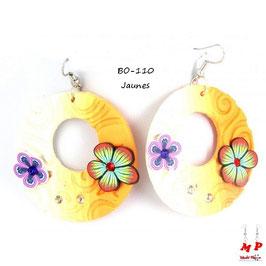Boucles d'oreilles pendantes anneaux et fleurs en pâte polymère