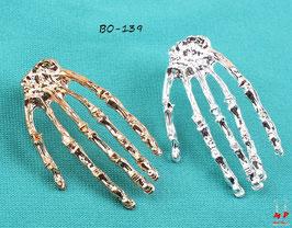 Boucles d'oreilles mains de squelette