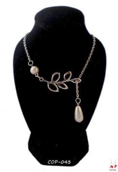 Collier argenté branche et perle nacrée pendante